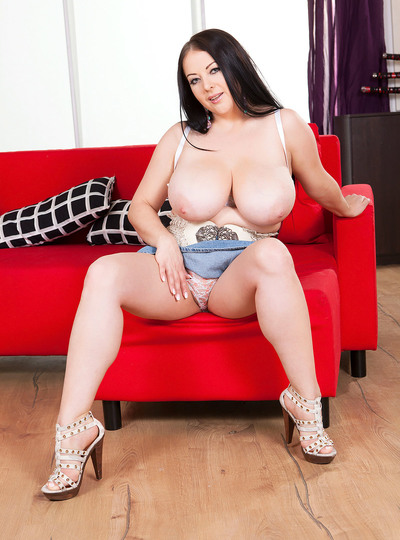 Agnes Poulin: My Boobs Are So Heavy