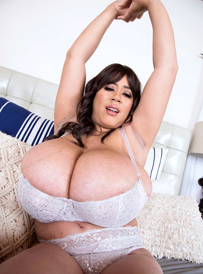 Roxi Red: Bursting Bras Do A Boner Good